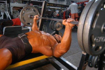 Программа тренировок с упором на грудные мышцы